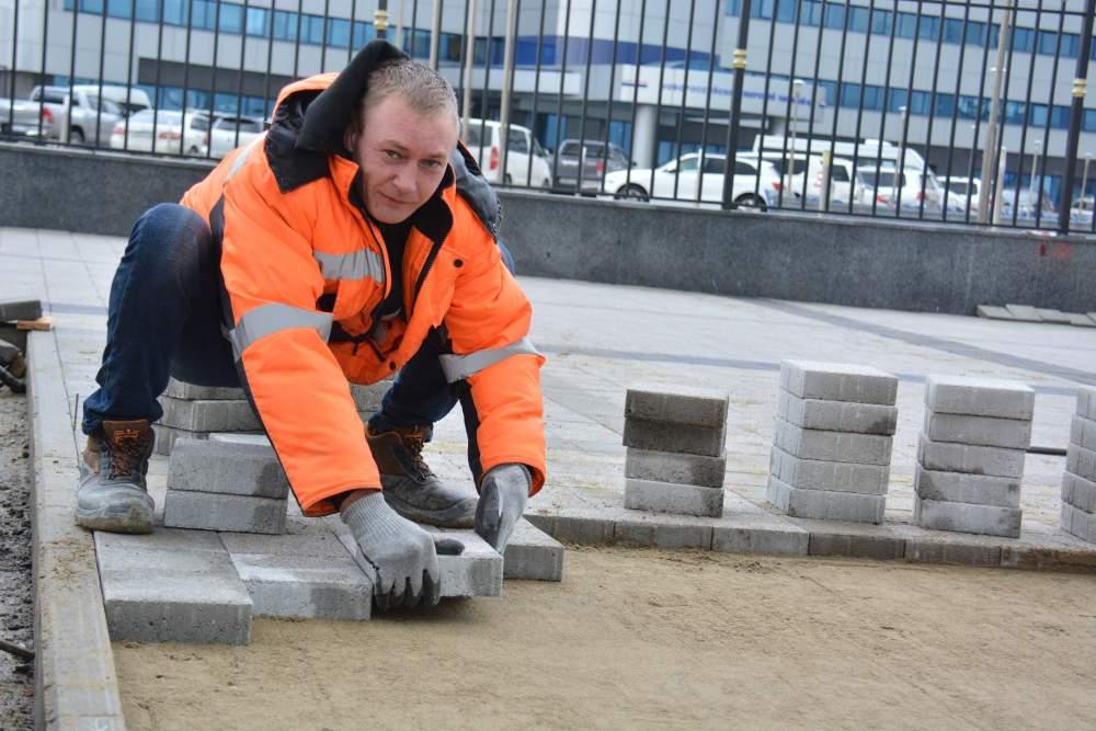 В Новороссийске на набережной меняют хорошую плитку. Зачем?