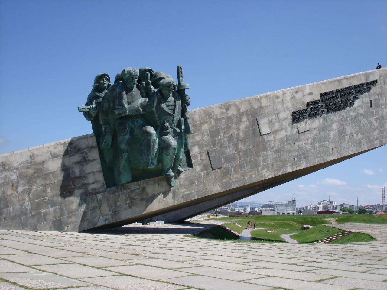 Новороссийск сделает для военных памятников все, что в его силах