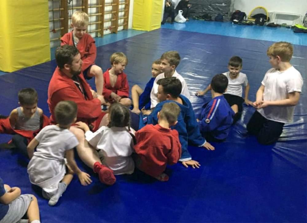 Священник из Новороссийска стал сертифицированным детским тренером по самбо