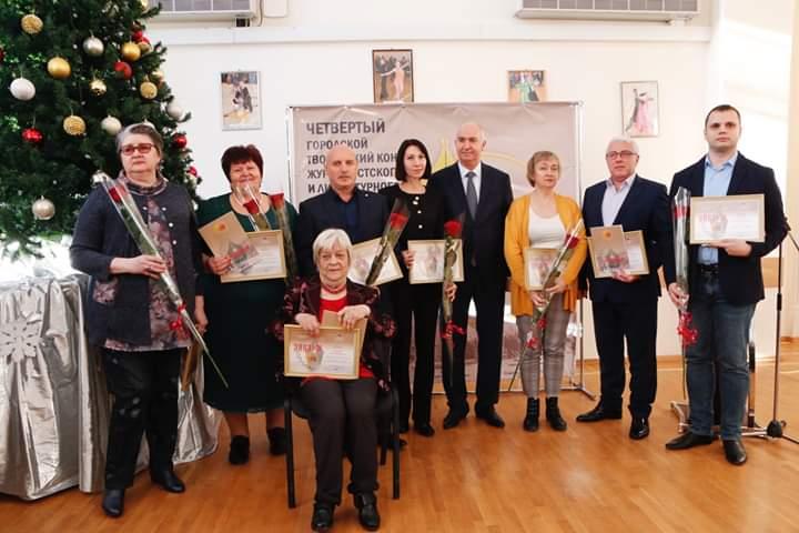 Глава города наградил журналистов и историков