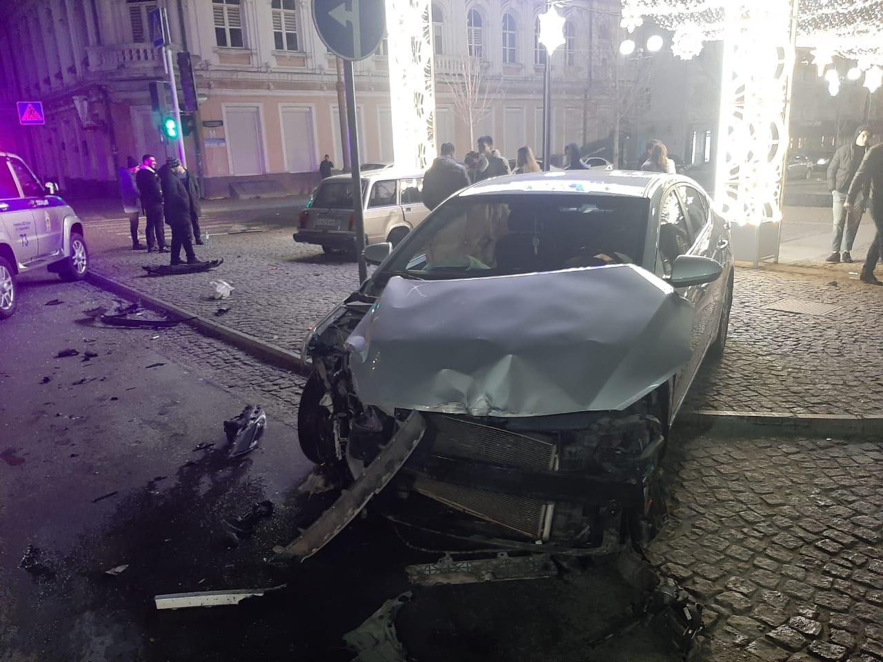 ДТП в самом центре Новороссийска: иномарка хотела проскочить на «красный»