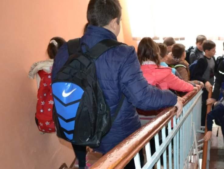 В Новороссийске школу эвакуировали из-за снарядов, которые нашли в одном из классов