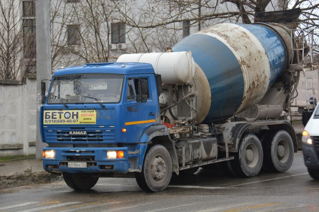 Бетоновозы убивают дороги Новороссийска