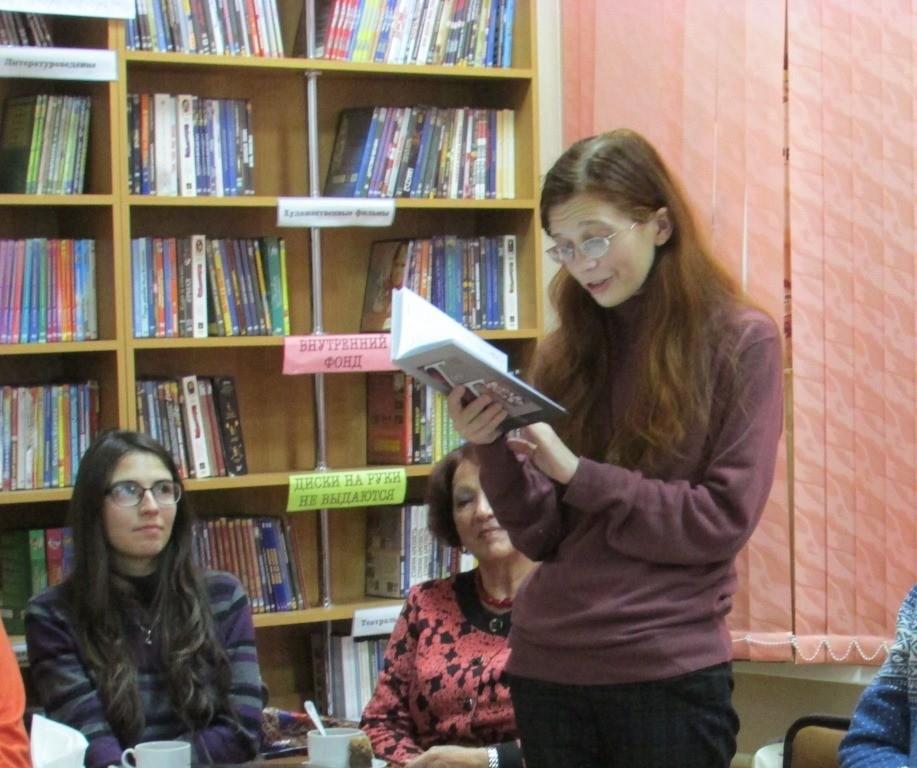 Новороссийская поэтесса выпустила новый сборник с тайнами и пророчествами