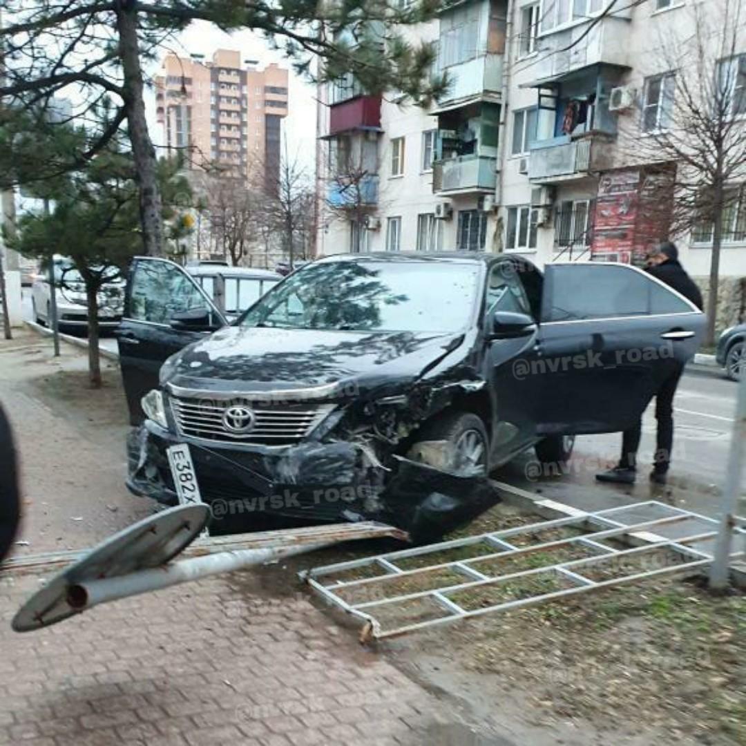 Три женщины надороге: накануне мужского праздника вНовороссийске произошло ДТП, пострадал ребенок