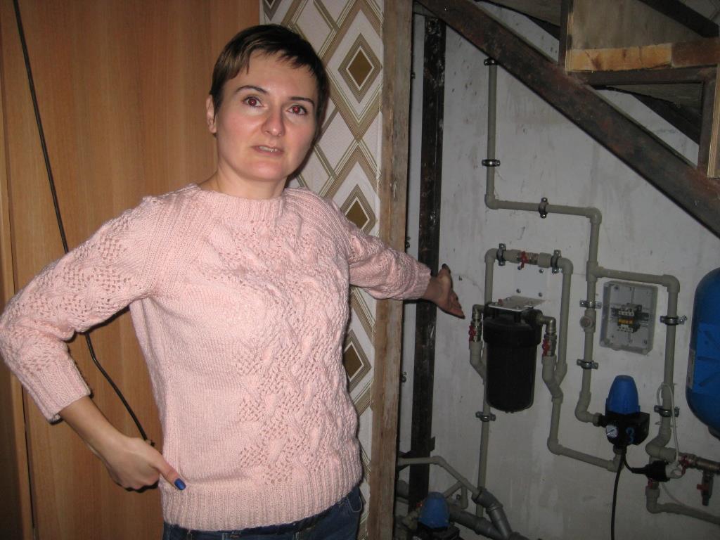 В Новороссийске у жителей «Золотой рыбки» из скважины течет вода с соляркой