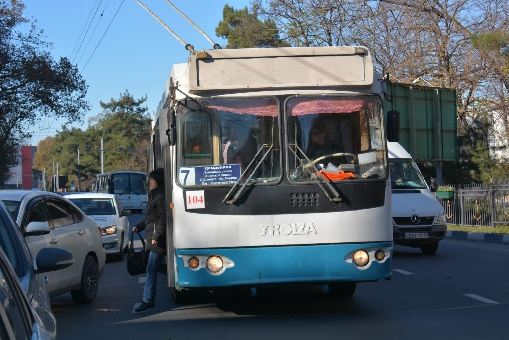 Лайфхак от новороссийца: передвигайтесь на троллейбусе, он повышает настроение