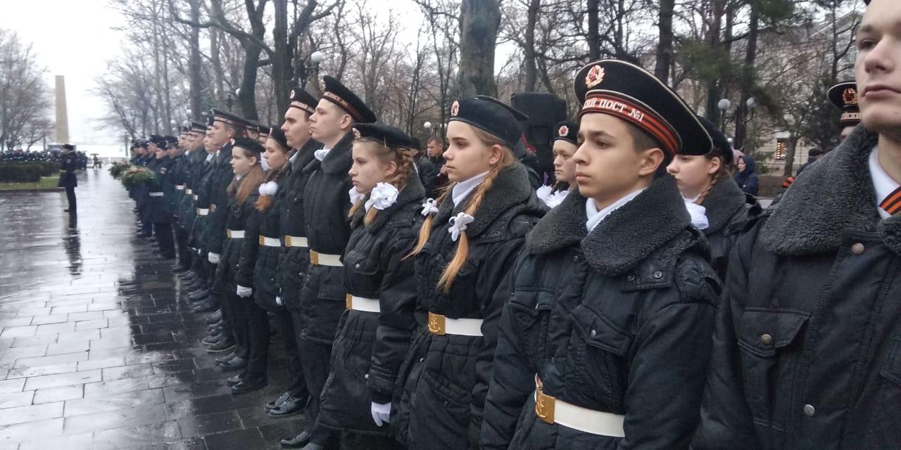 В Новороссийске на Площади героев зажигают факел «Бескозырки»