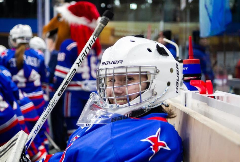 Пятиклассницу из Новороссийска пригласили в качестве вратаря в хоккейный питерский клуб