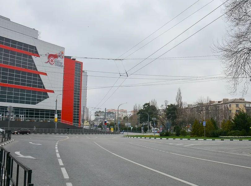 В Новороссийске, как и в Краснодарском крае, с сегодняшнего дня закроют ярмарки, запретят гулять в скверах и на набережной