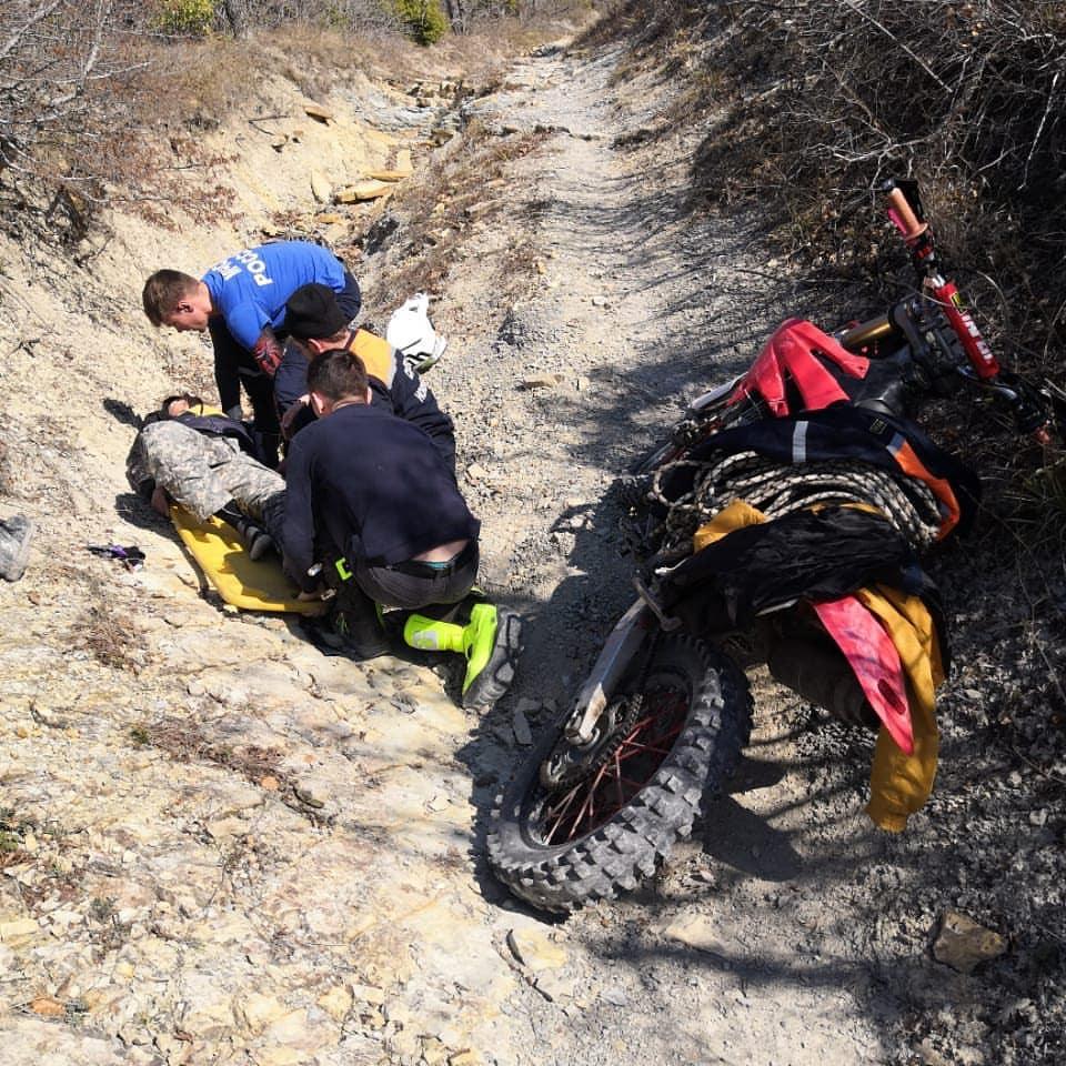 Влесу под Новороссийском сразу дваЧП: потерялись туристы, имотоциклист сломал ногу