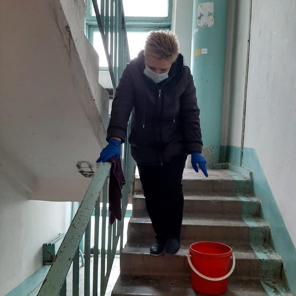 ВНовороссийске вмногоквартирных домах проводят дезинфекцию лифтов иподъездов