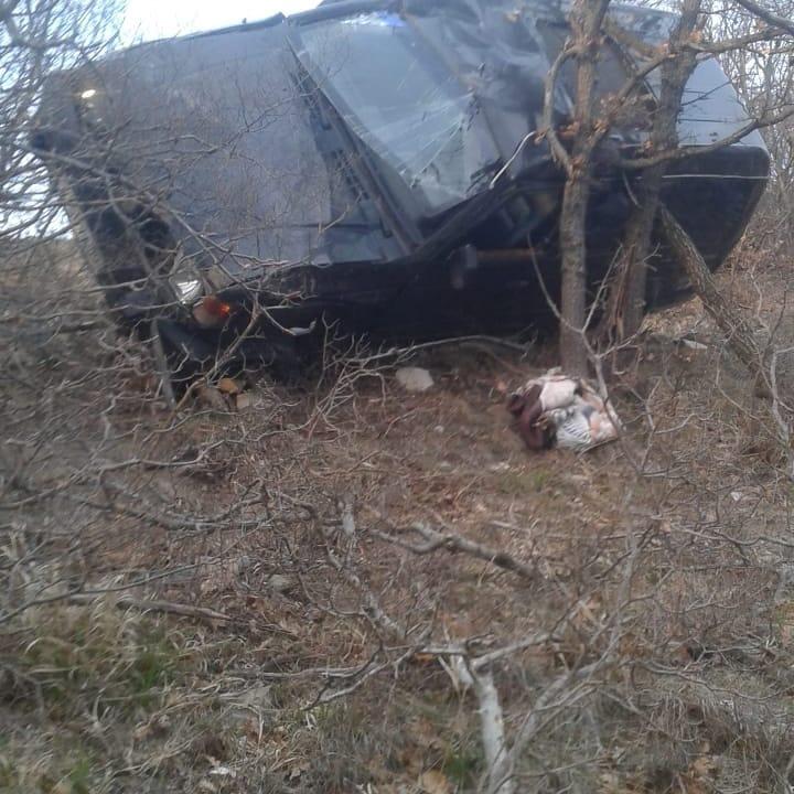 Под Новороссийском автомобиль слетел с горной дороги и несколько раз перевернулся