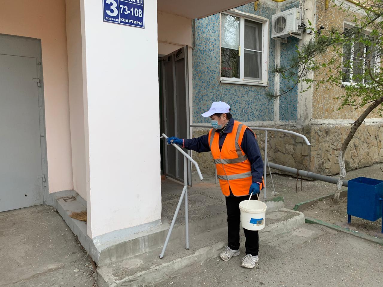В Новороссийске стали обрабатывать лифты и подъезды дезинфицирующими средствами