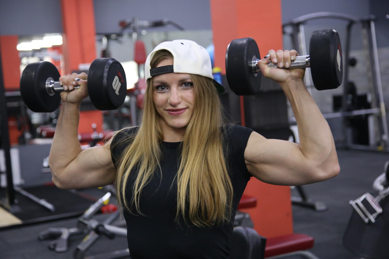 Оксана Воротникова, новороссийский тренер по бодибилдингу, знает, как стать красивой