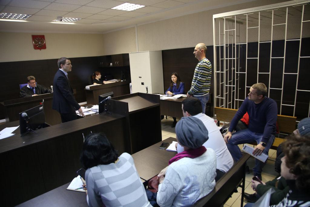 зал суда гранд судья правонарушение