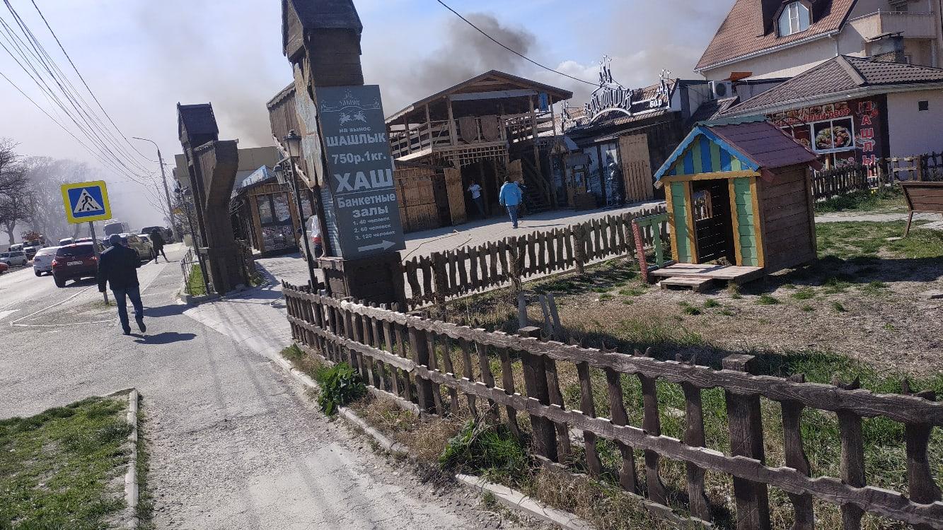 Сегодня в Новороссийске горел «Замок». Эвакуировали 50 человек