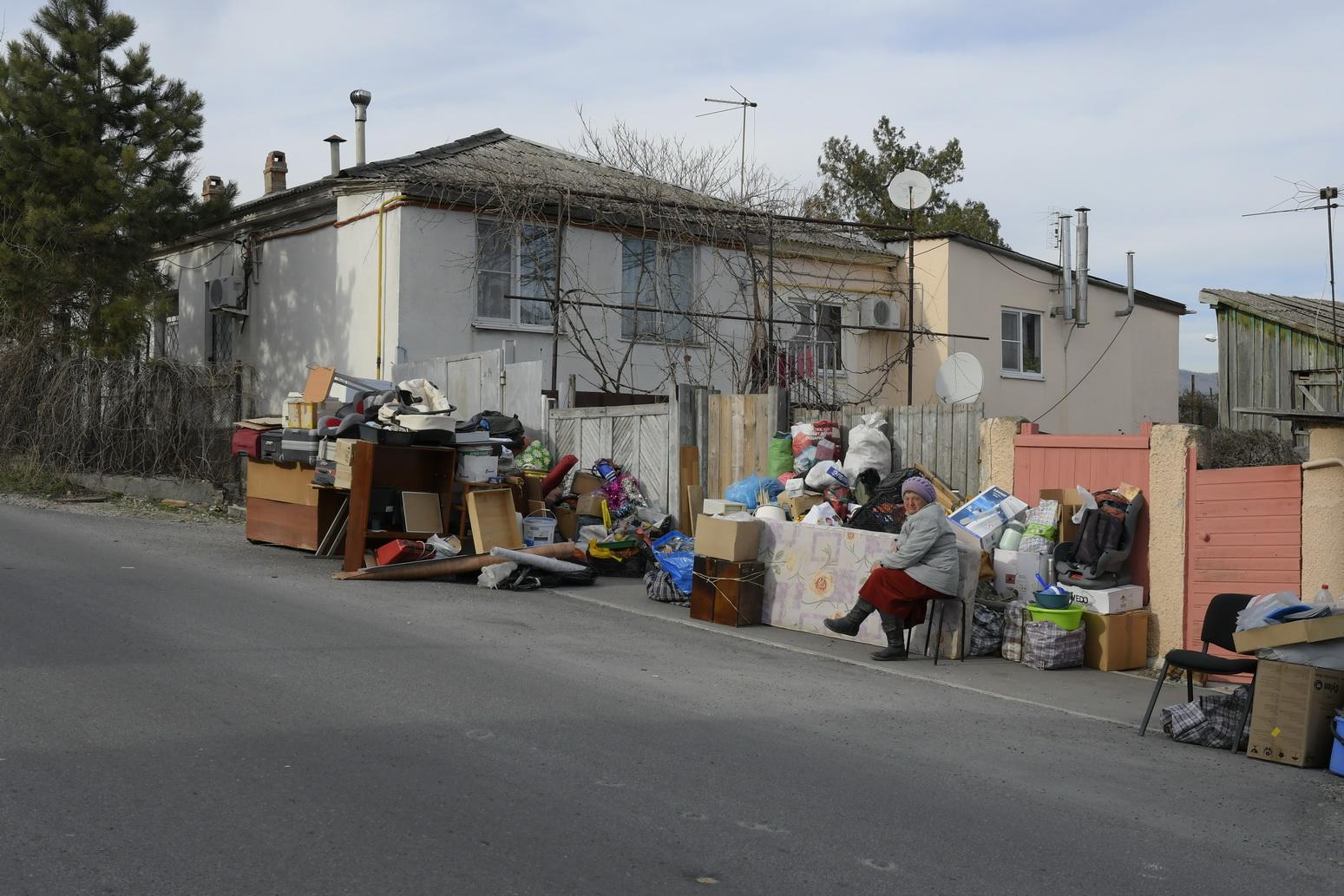 Новороссийцы помогли семье, выброшенной на улицу
