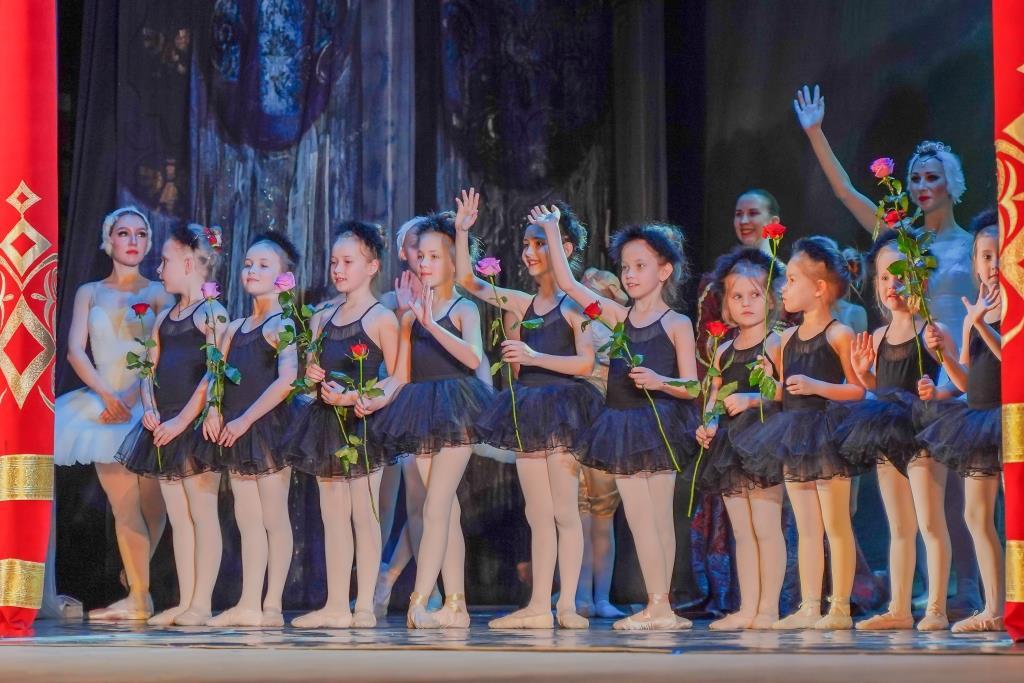 Юные балерины из Новороссийска станцевали со столичным балетом