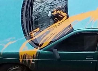 125 тысяч рублей заплатит подрядчик за забрызганные краской авто в Новороссийске