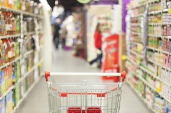 У гипермаркетов Новороссийска большой запас продуктов на складах, голодать не придется