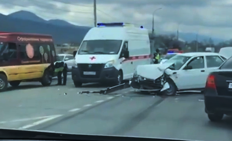 В выходные в Новороссийске произошло 14 аварий. Есть пострадавшие