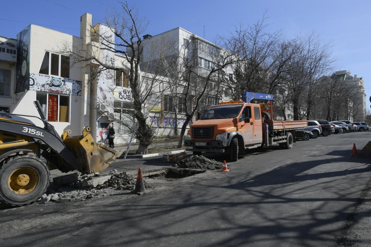 В Новороссийске с ул. Губернского припаркованные машины будут эвакуированы