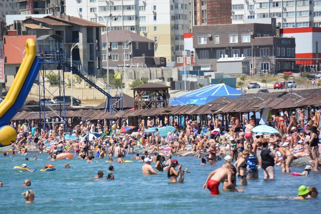В Новороссийске открылись еще два пляжа — «Суджукская коса» и «Алексино»