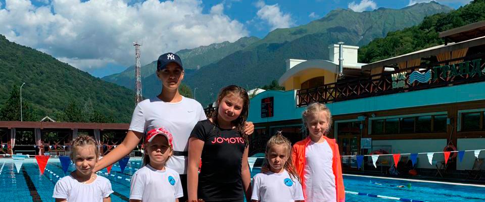 В Новороссийске тренер по плаванию дистанционно занимается с учениками