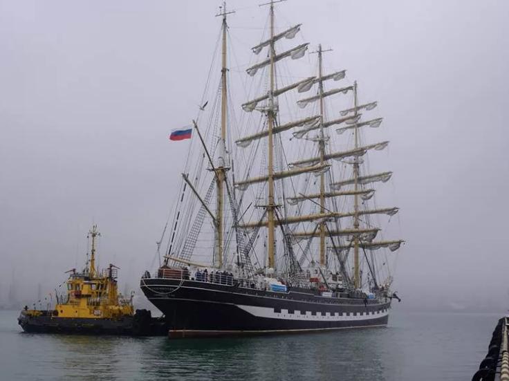 В Новороссийск из Испании идет парусник «Крузенштерн»
