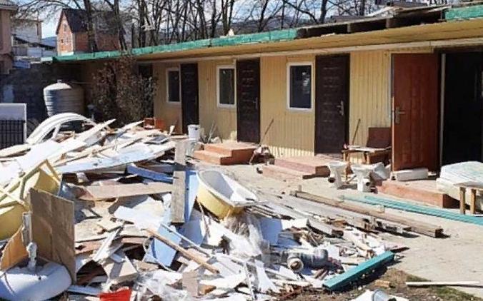 В Новороссийске сносят еще одну гостиницу-самострой