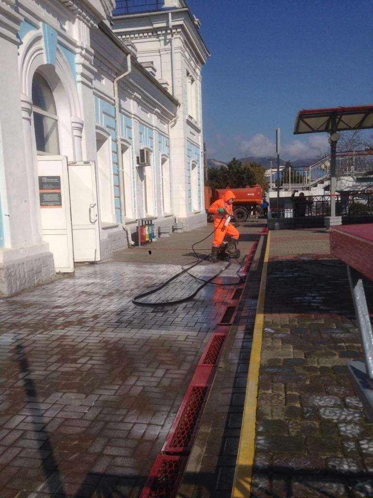 В Новороссийске дезинфицируют вокзал и привокзальную территорию