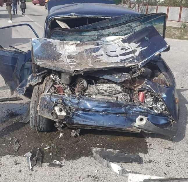 Под Новороссийском на пустой дороге разбились две машины