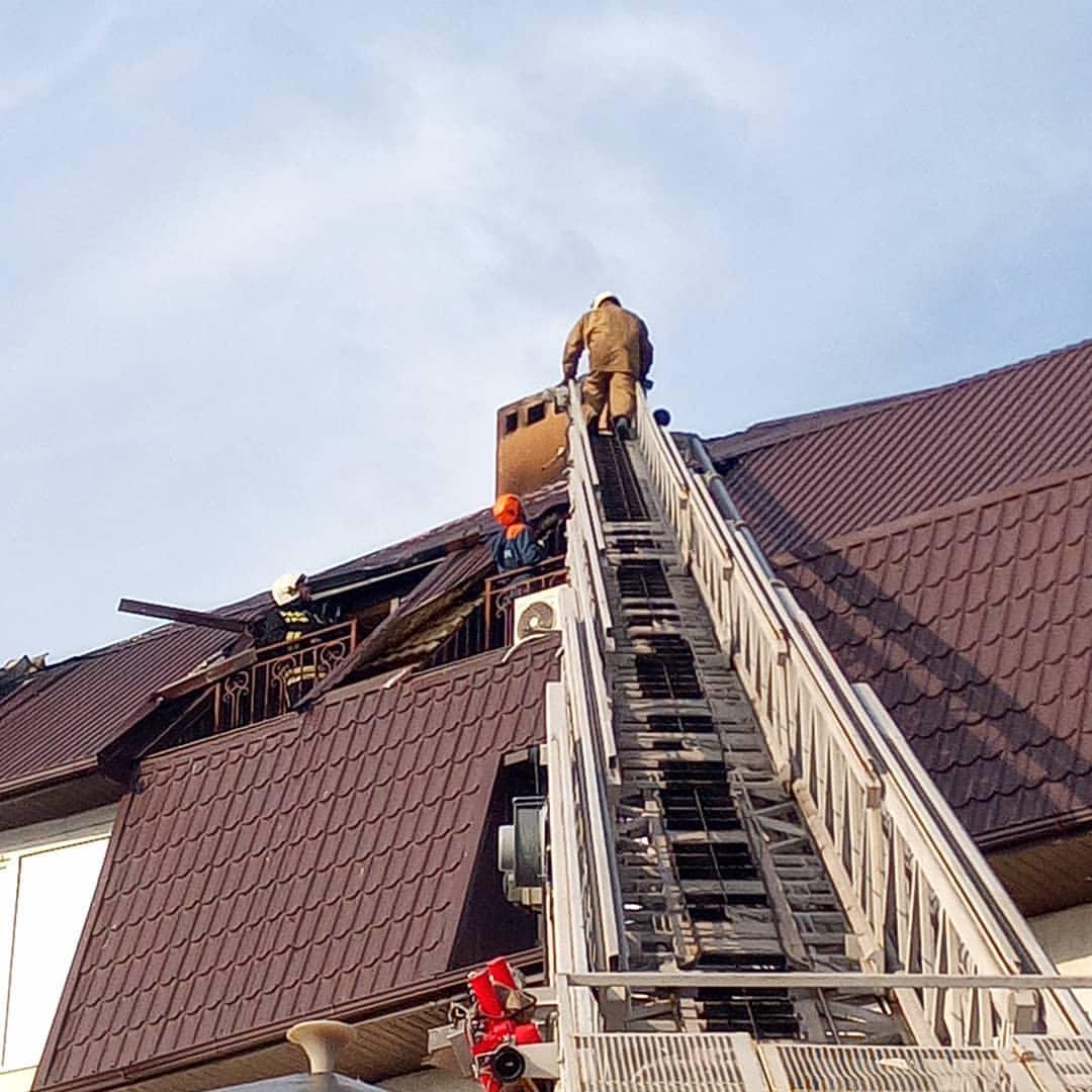 В Новороссийске горел четырехэтажный жилой дом