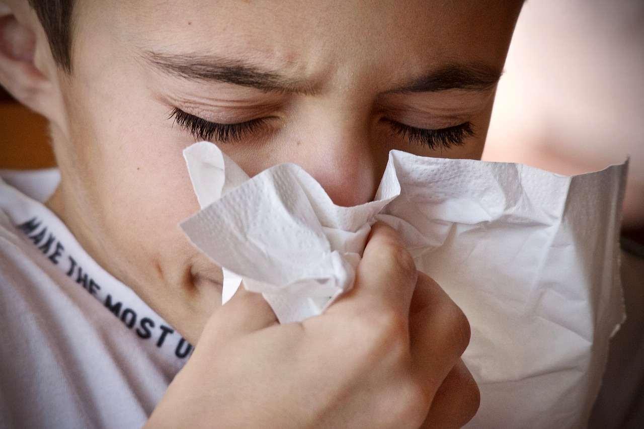 Новые рекомендации Минздрава: рассматривать все случаи ОРВИ как подозрение на коронавирус