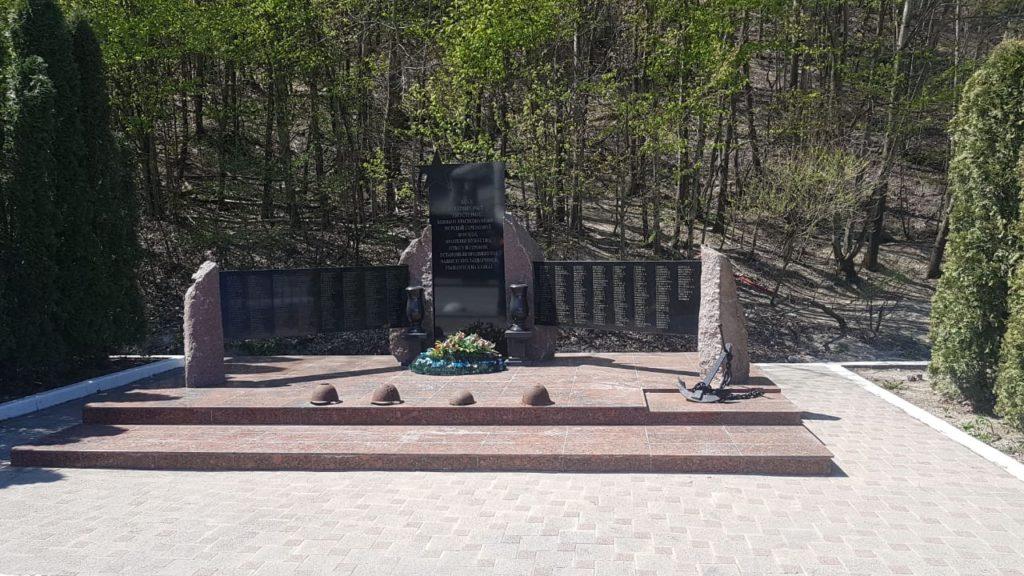 Бойцам, погибшим в боях за Новороссийск, посвящается