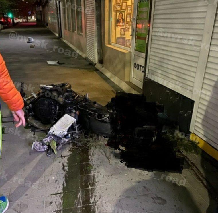 В Новороссийске мотоциклист врезался в бордюр и разбился