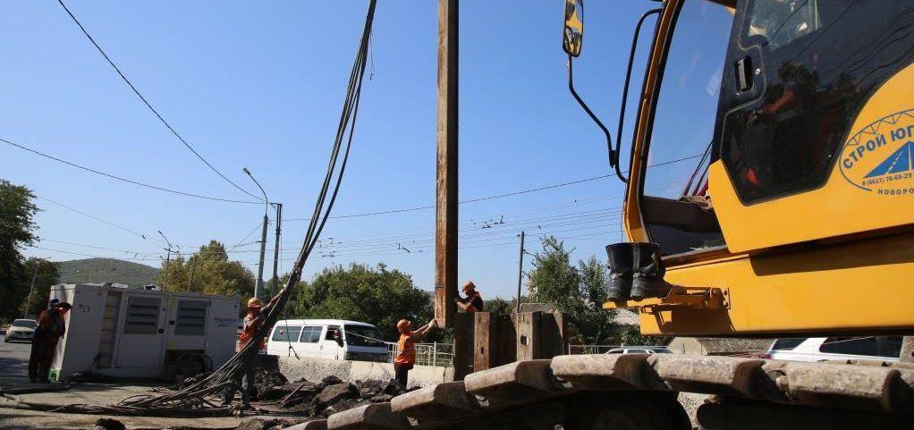 Новороссийцам приходится ходить по проезжей части в Цемдолине