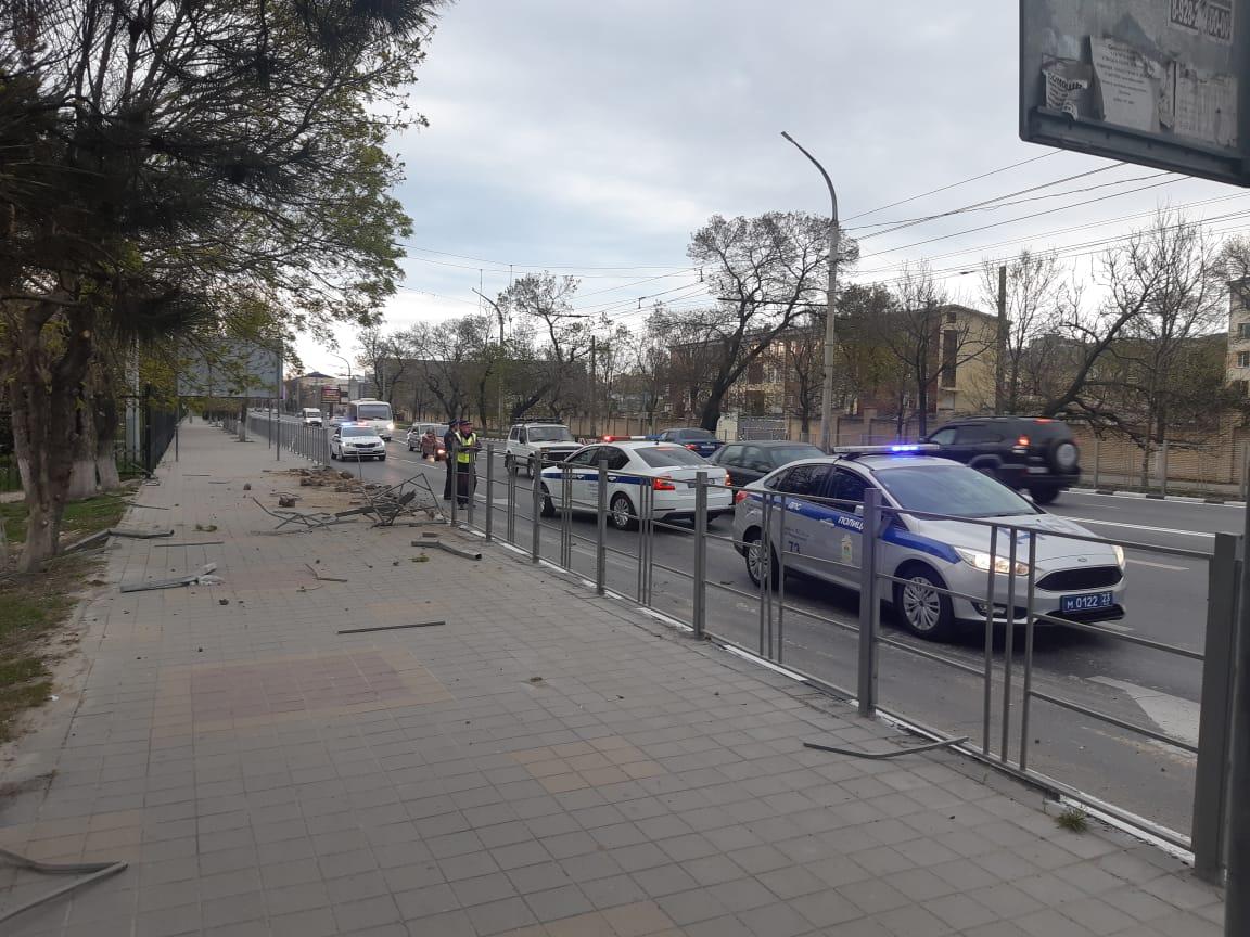 Аварийный комиссар Новороссийска против ограждений вдоль дорог