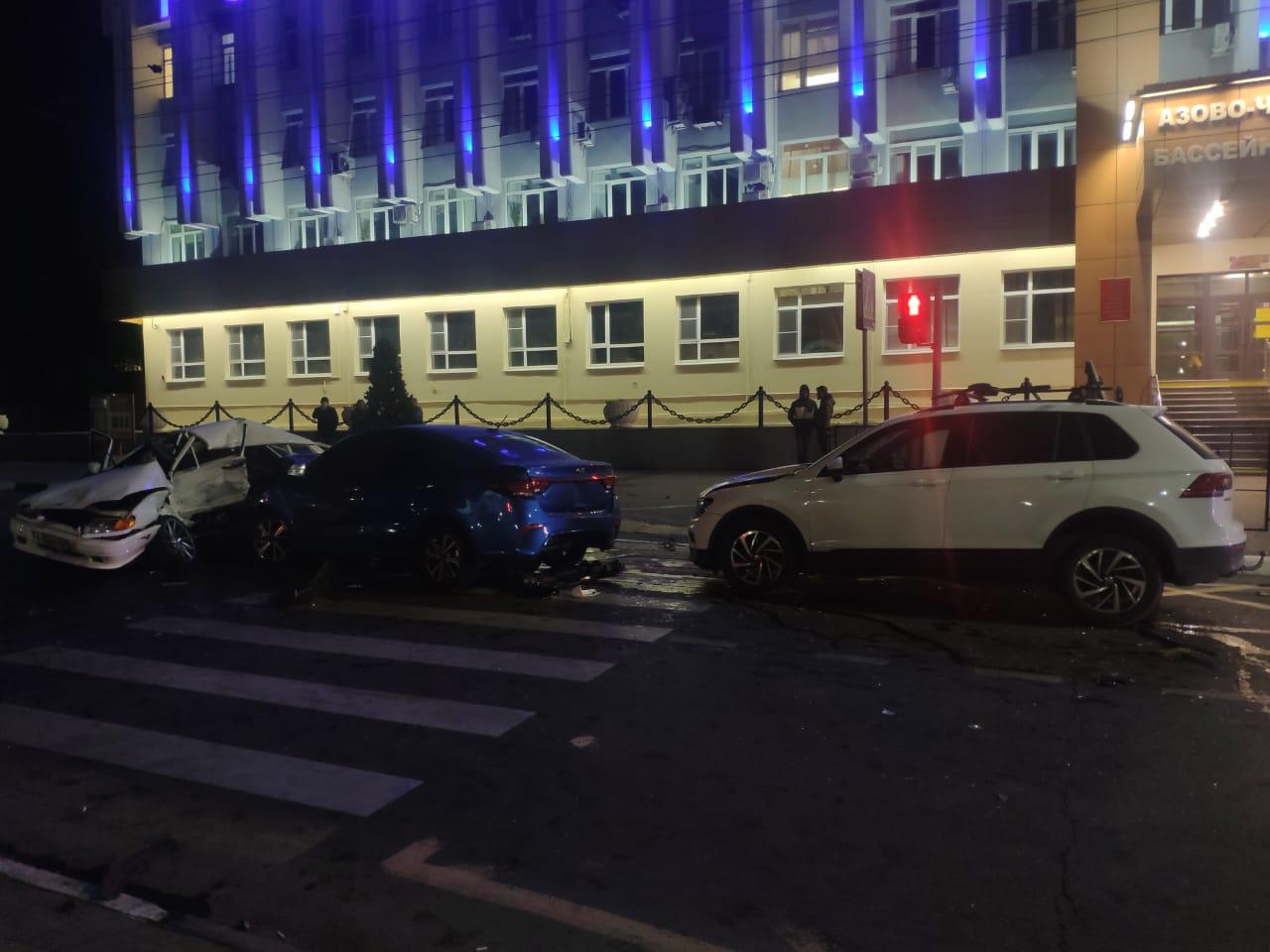 Ночью в центре Новороссийска в ДТП погиб водитель