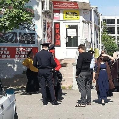А «лица цыганской национальности по-прежнему в сквере Новороссийска»
