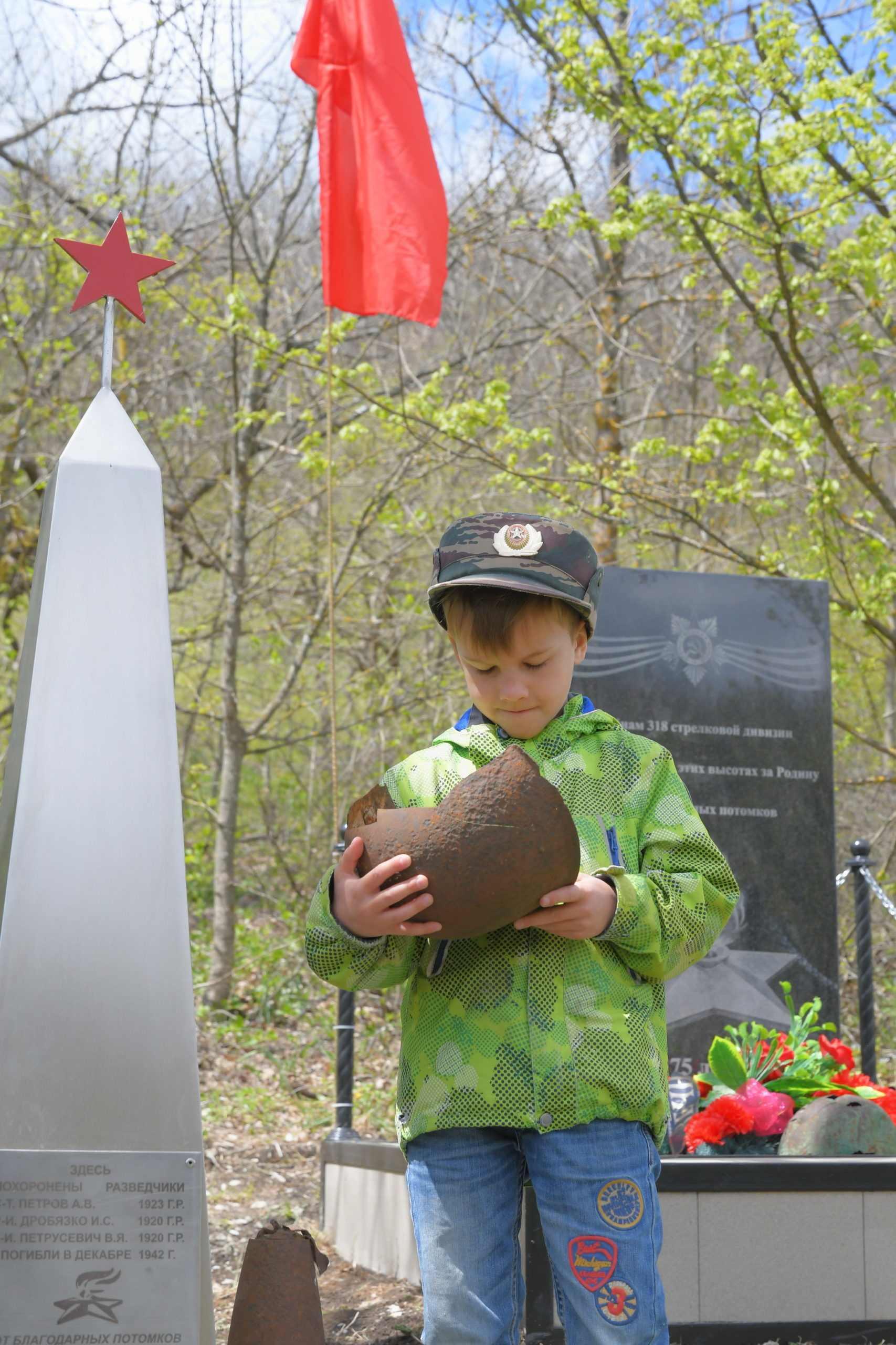 Новороссийцы на джипах ездят в горы ухаживать за памятниками великой войны