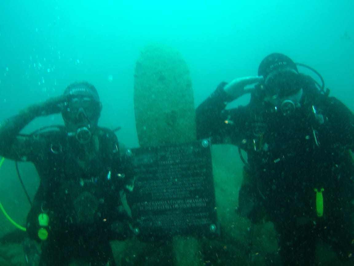 В Новороссийске в канун 75-летия Победы открыли подводный мемориал