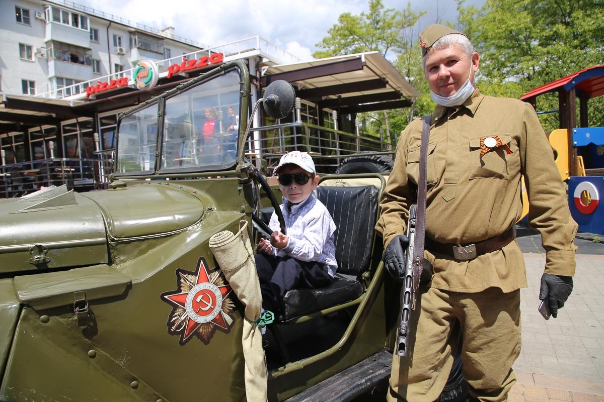 Новороссиец отреставрировал ГАЗ времен войны для празднования Дня Победы