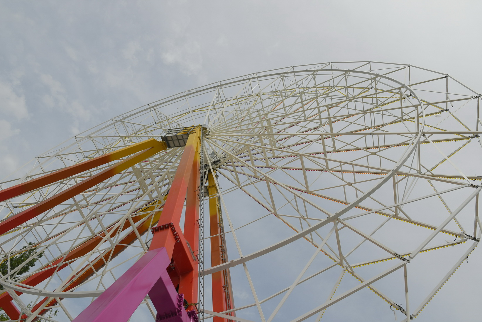 В Новороссийске установили самое высокое в истории города колесо обозрения из Италии