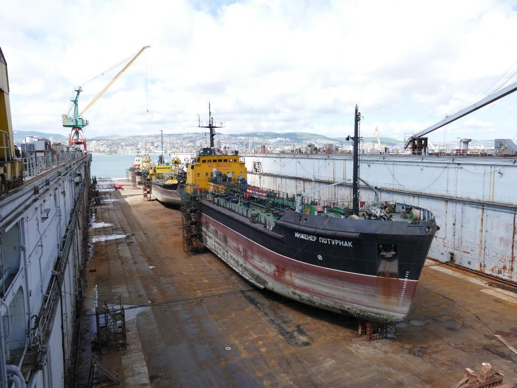 В Новороссийске в док судоремонтного завода поставили еще четыре судна