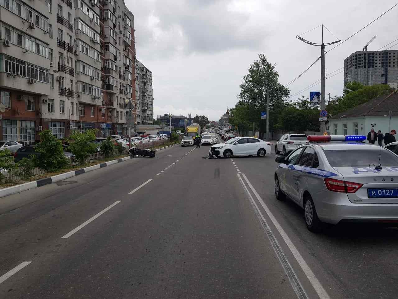 В Новороссийске водитель КИА на перекрёстке снес мотоцикл, не «заметив» его