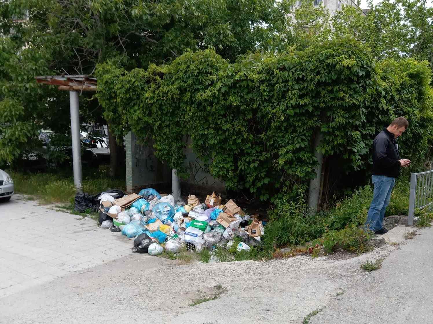 В Новороссийске стихийная свалка мусора выросла под носом у судебных приставов