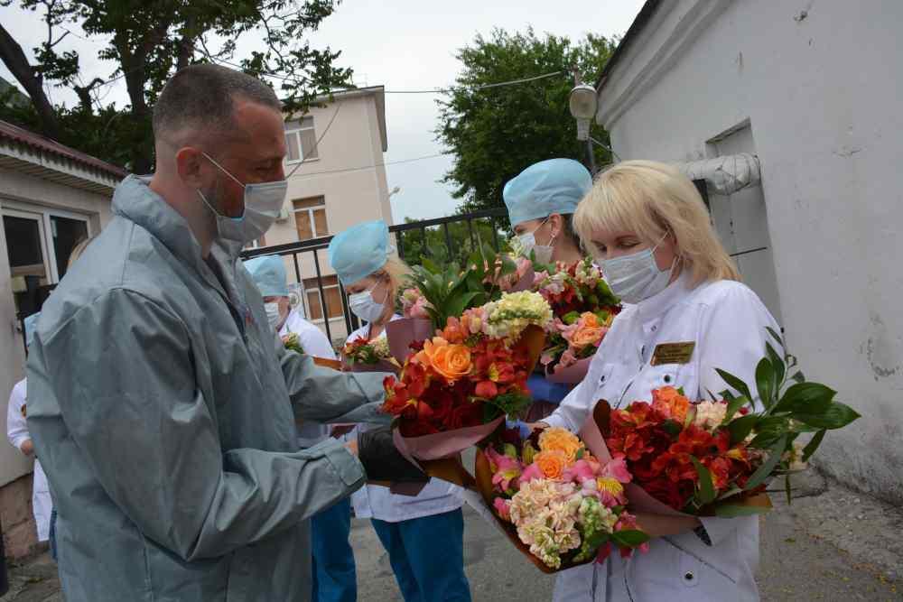 Медики инфекционной больницы Новороссийска пропустили свою весну, спасая людей