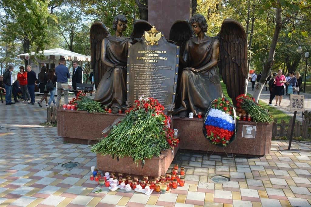 В Новороссийске появится памятник Цезарю Куникову, а «Ангелы» переедут через дорогу